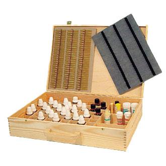 Holzkoffer mit Federschnappverschluss und flexiblen Holzgriff/